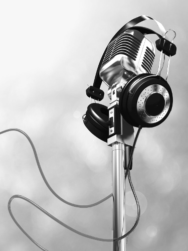 Very high resolution rendering of a classic microphone and headphones.